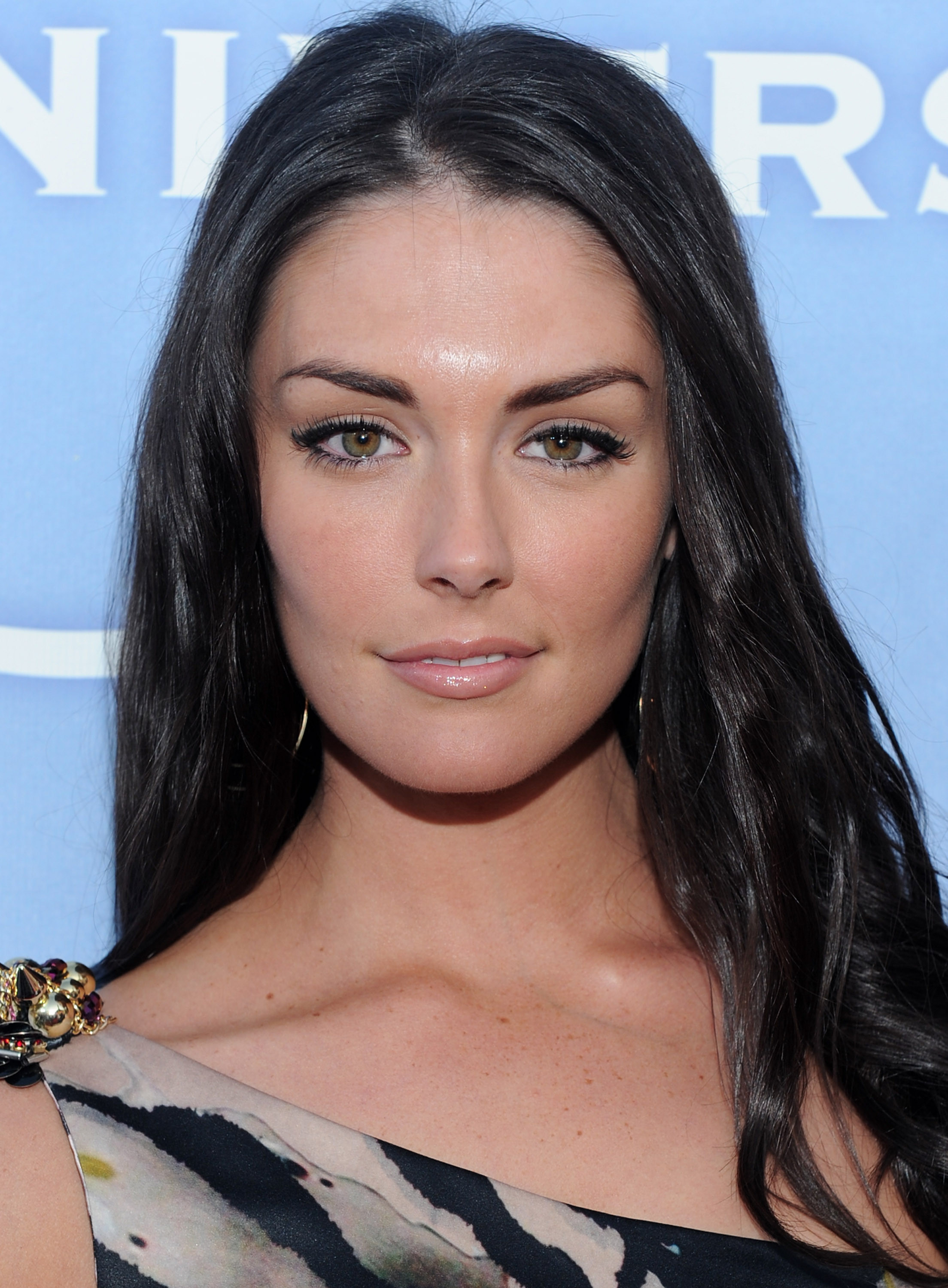 The 33-year old daughter of father (?) and mother Deborah Quinn, 174 cm tall Taylor Cole in 2017 photo